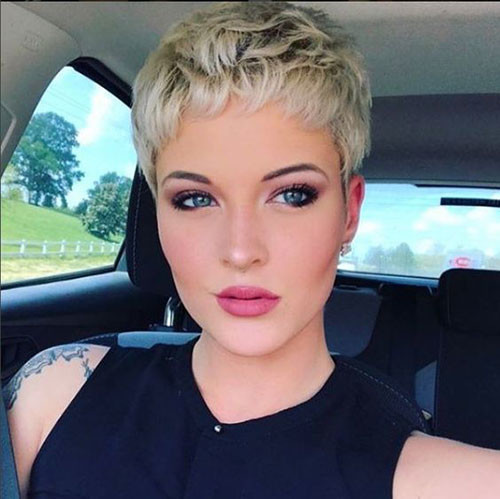 Short-Cropped-Hairstyle Sweet and Sexy Pixie Hairstyles for Women