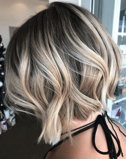 Short-Hair-Winter-2019-Hair-Color-Trend Best Wavy Bob Hairstyles You will Like