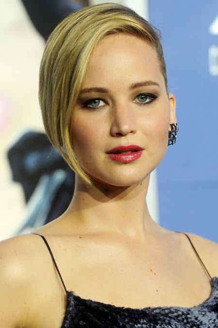 Short-Straight-One-Sided-Look Best Celebrity Short Hairstyles