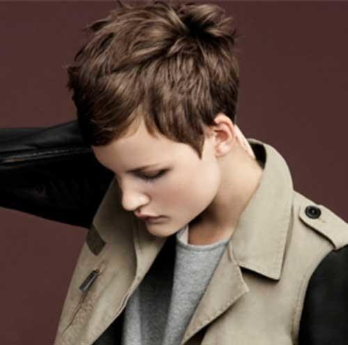 Short-Voluminous-Layered-Hair Womens Short Hairstyles for Thin Hair