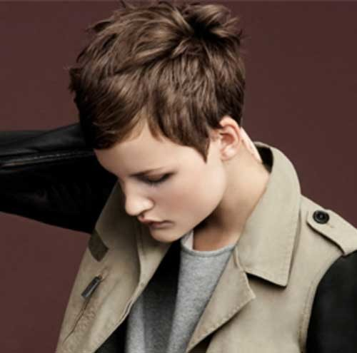 Short-Voluminous-Layered-Hair Womens Short Hairstyles for Thin Hair