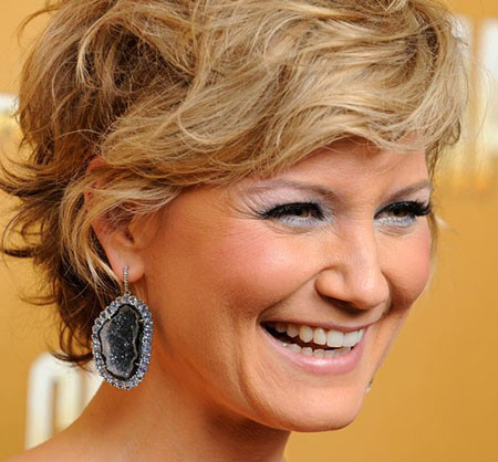 Short-Wavy-Cute-Hair Best Celebrity Short Hairstyles