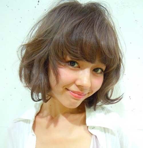 Short-Wavy-Hair-with-Bangs-Cute-Round-Face Short Wavy Hairstyles for Round Faces
