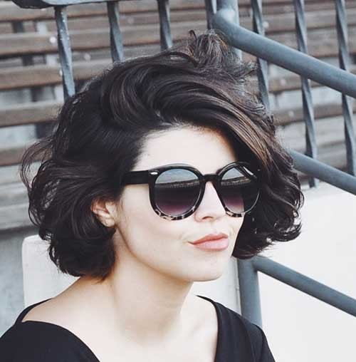 Side-Parted-Thick-Bob-Hair Flattering Layered Short Haircuts for Thick Hair