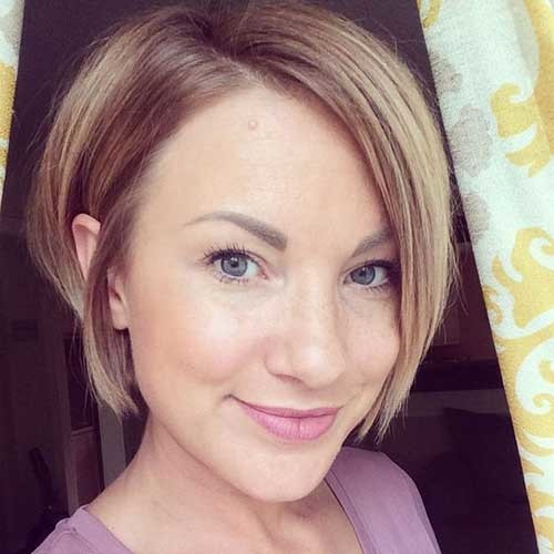 Straight-Hairstyle Simple Short Hairstyles for Pretty Women
