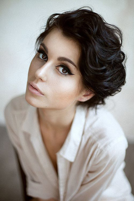 The-Charming-Wavy-Pixie-Cut Cuts for Short Curly Hair