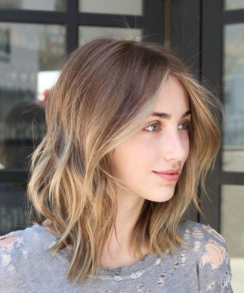 Wavy-Bob-with-Amber-Blonde-Highlights Best Wavy Bob Hairstyles You will Like