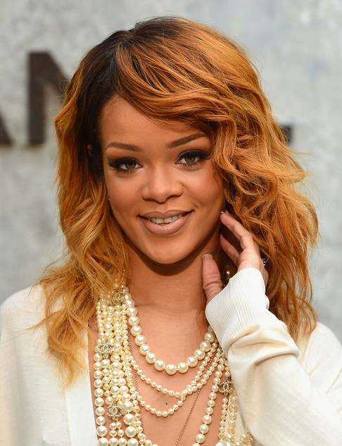 2014-Rihanna-Medium-Hairstyles-Layers-and-Soft-Waves Top 100 Celebrity Hairstyles 2019