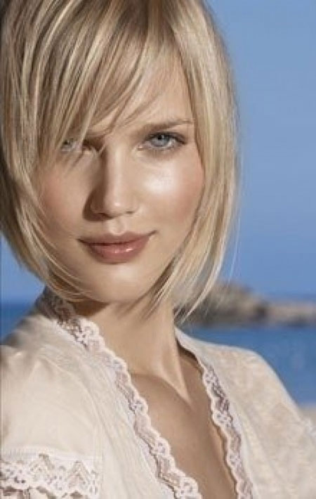 Alluring-and-Attractive-Asymmetric-Bob-Hair-with-Nice-Lovely-Strands-of-Light-Blonde-Hair Best Bob Hairstyles 2019