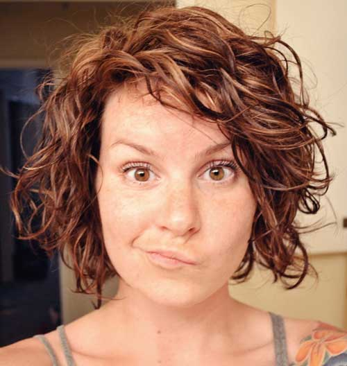 Caramel-Short-Layered-Curly-Bob-Haircut Best Short Layered Curly Hair