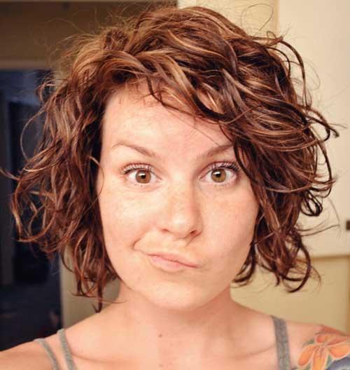 Caramel-Short-Layered-Curly-Bob-Haircut Best Short Layered Curly Hair