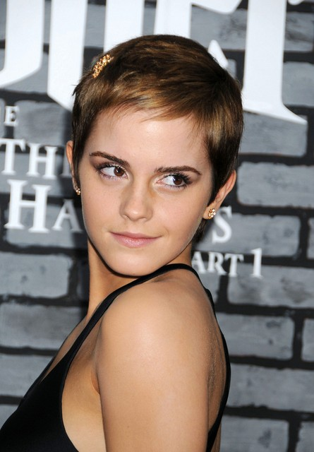 Emma-Watson-Short-Pixie-Haircut-with-Side-Swept-Bangs-for-Fine-Hair Popular Short Hairstyles for Women 2019