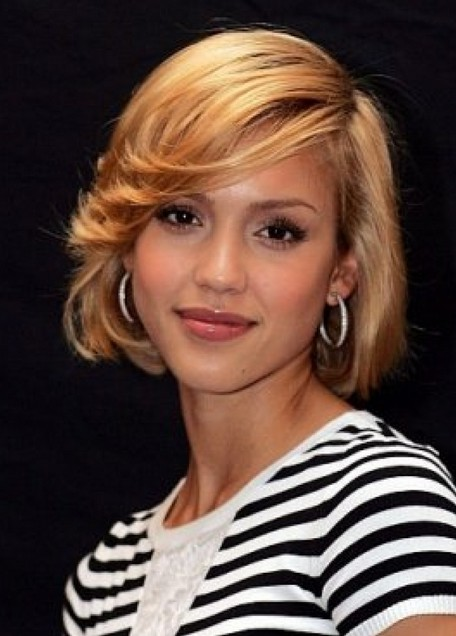 Jessica-Alba-Short-Bob-Hairstyle-with-Bangs Popular Short Hairstyles for Women 2019