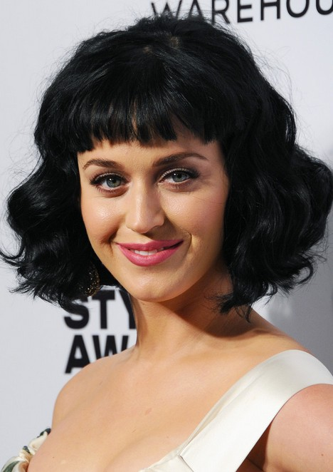 Katy-Perry-Short-Black-Wavy-Hairstyle-with-Blunt-Bangs-for-Women Popular Short Hairstyles for Women 2019