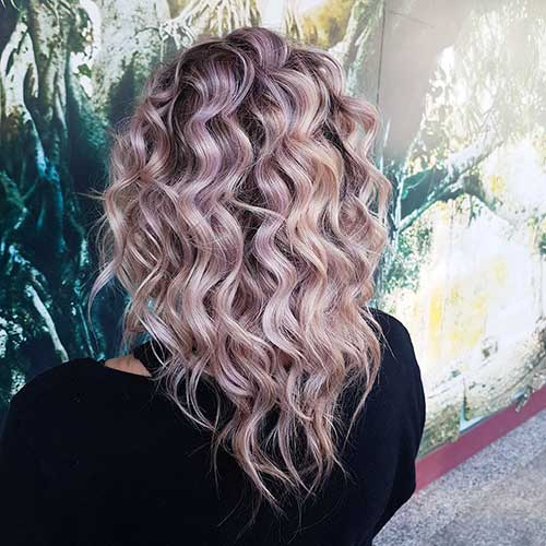 Lillac-Curls Alluring Short Curly Hair Ideas for Summertime