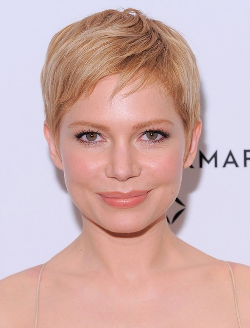 Michelle-Williams-Short-Straight-Pixie-Cut-with-Bangs-for-Women Popular Short Hairstyles for Women 2019