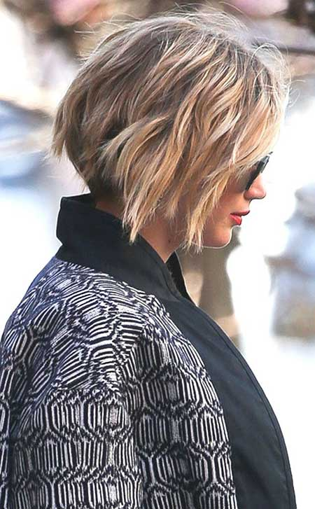 Short-Blonde-Messy-Bob Short Trendy Hairstyles for Women