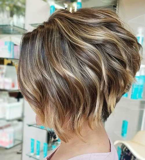 Short-Bob-Cut Wavy Short Hair Styles for Chic Ladies