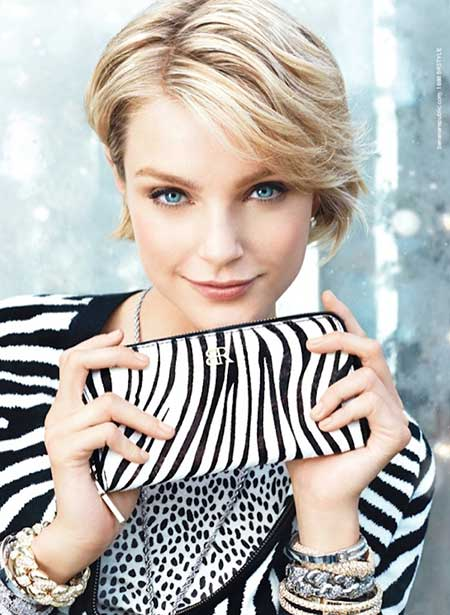 Short-Casual-Blonde-Hairstyle Short Trendy Hairstyles for Women