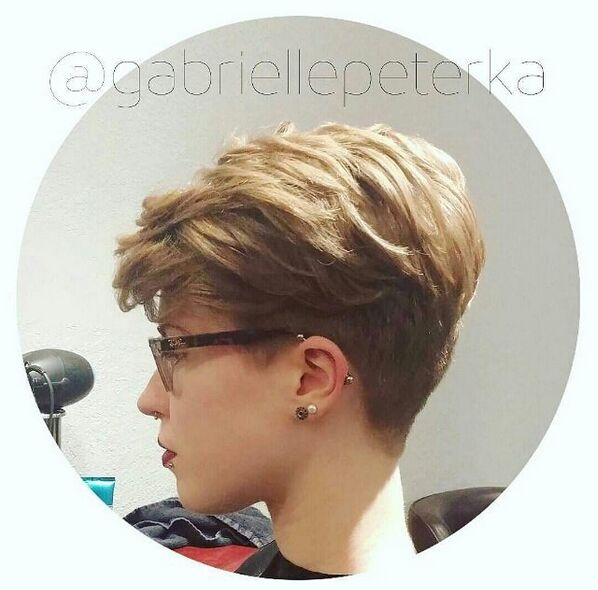 Short-Wavy-Hairstyle-with-Layers Awesome Undercut Hairstyles for Girls