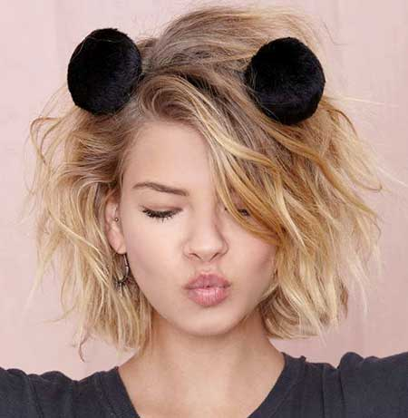 Side-Parted-Cute-Short-Wavy-Hairstyle Short Wavy Hairstyles 2019