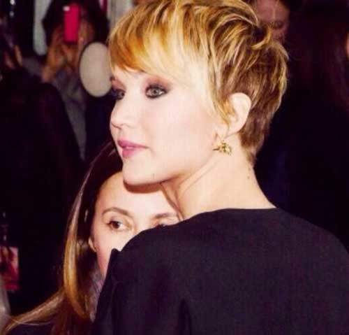 Side-Swept-Inverted-Pixie-Bob-Hairdo-with-Long-Bangs Best Pixie Haircuts