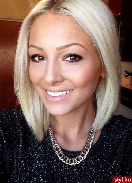 Very-Charming-and-Gorgeous-Asymmetric-Bob-Hair-with-Nice-Platinum-colored-Strands-of-Hair Best Bob Hairstyles 2019