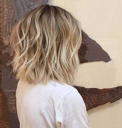 Choppy-Layers Short Wavy Hairstyles for Women with Style