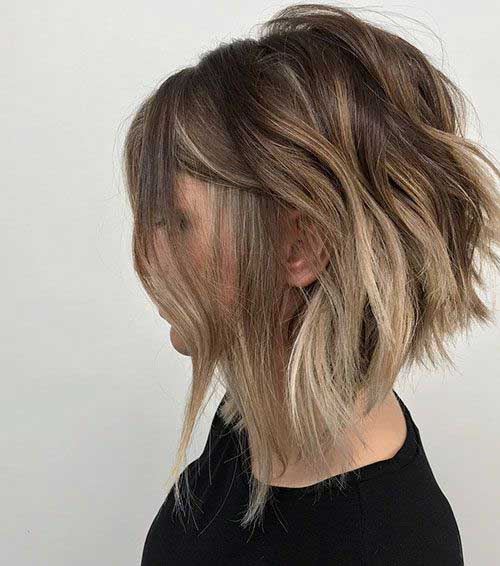 Inverted-Hairstyle-for-Short-Wavy-Hair Short Wavy Hairstyles for Women with Style
