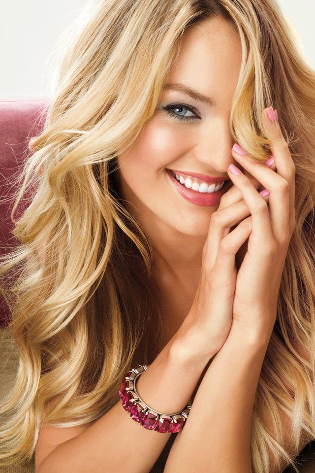 Long-Wavy-Blonde-Hair1 Most Charming Blonde Hairstyles for 2019