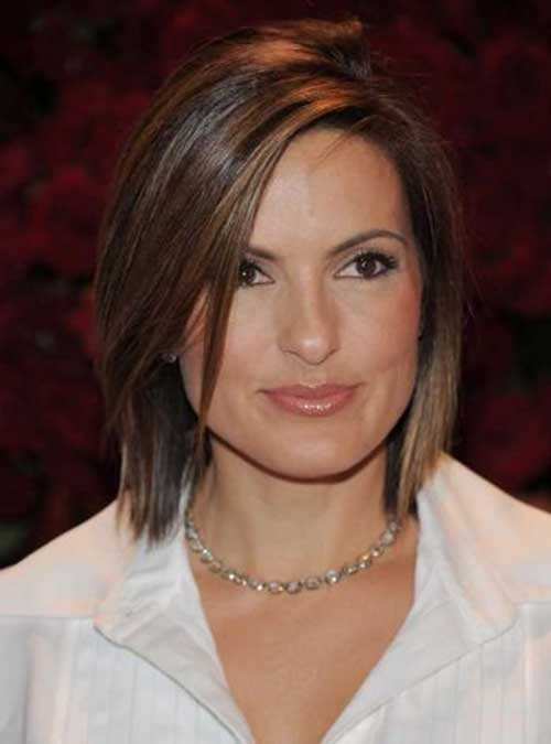 Mariska-Hargitay's-Short-Hairstyle-with-Highlights Female Celebrity Short Haircuts 2015