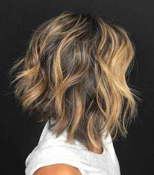 Messy-Effect-of-A-Bob-Haircut Short Wavy Hairstyles for Women with Style