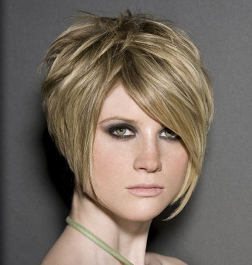 Outline-the-face Hypnotic Short Hairstyles for Women with Square Faces