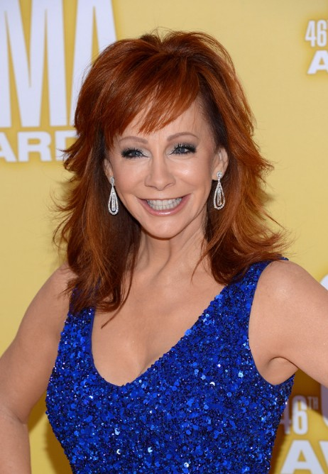 Reba-McEntire-Medium-Layered-Red-Hairstyle-for-Summer Popular Haircuts for Summer Hairstyles 2019