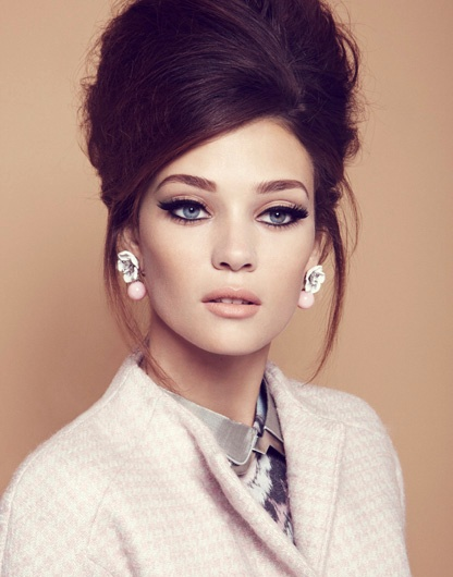 Retro-Inspired-Updo-Hairstyle Elegant Retro Hairstyles 2019 – Vintage Hairstyles for Women