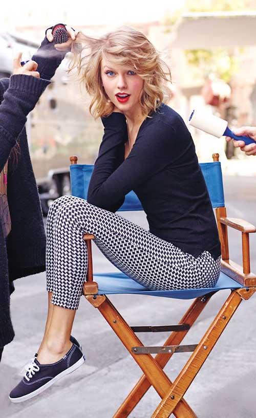 Taylor-Swift-Casual-Short-Wavy-Hairstyle Casual Short Haircuts