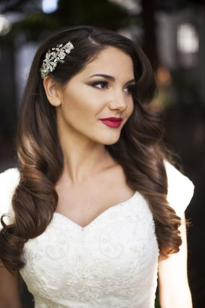 Vintage-Long-Brunette-Wavy-Hairstyle Alluring Wavy Hairstyles for 2019