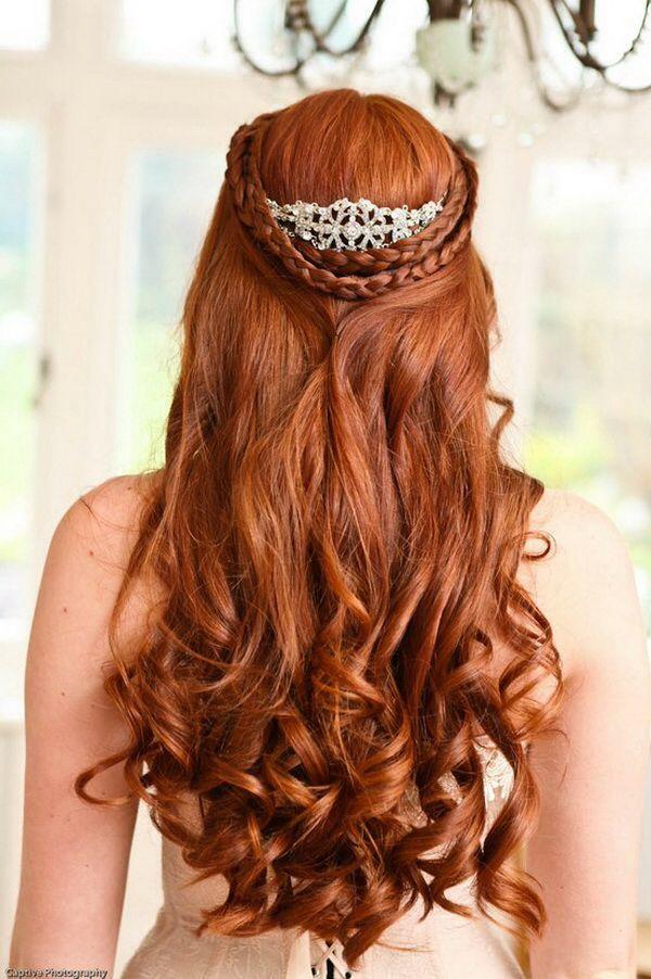 Amazing-Half-Up-Curly-Wedding-Hairstyle Perfect Curly Wedding Hairstyles