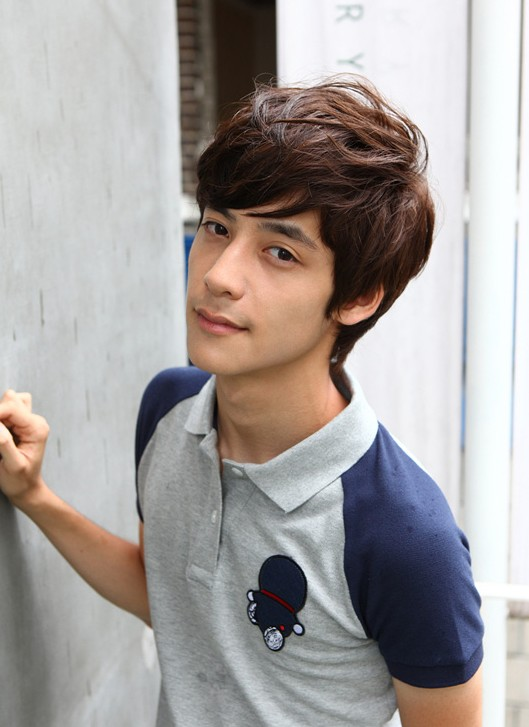 Asian-guys-haircuts-–-layered-messy-hairstyle-for-Asian-guys-–-one-of-the-most-popular-cut-for-young-men Cool Korean and Japanese Hairstyles for Asian Guys