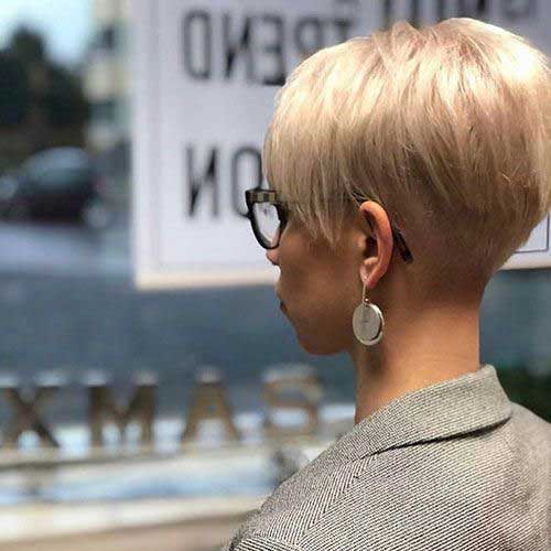 Easy-Pixie-Style Short Hairstyles for Women Over 40 to Explore New Look