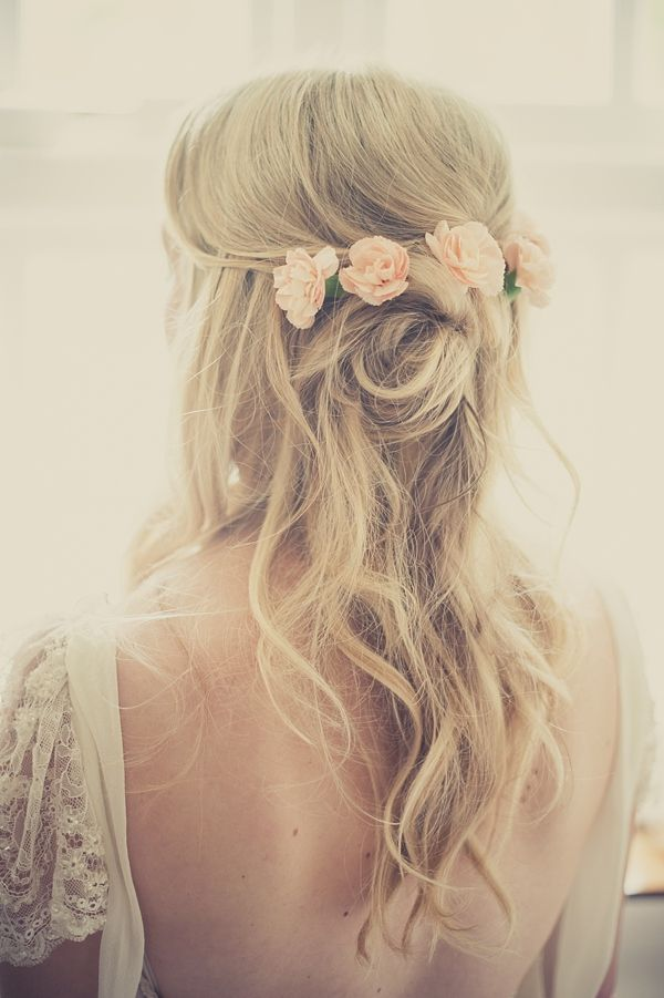Long-Wavy-Wedding-Hairstyle-With-Flowers Simple But Beautiful Wedding Hairstyles 2019