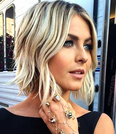 Sideway-Style-Wavy-Short-Hair Best Short Haircuts for Wavy Hair
