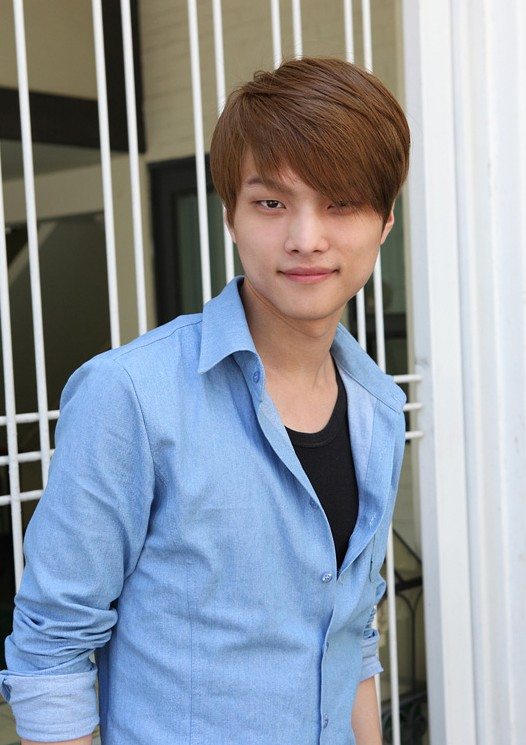 Sleek-Asian-hairstyle-for-men Cool Korean and Japanese Hairstyles for Asian Guys