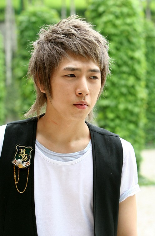 Trendy-Fashion-Korean-Hair-Style-for-Men Cool Korean and Japanese Hairstyles for Asian Guys