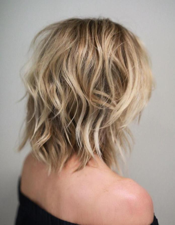 Trendy-messy-wavy-bob-haircut Flattering Medium Hairstyles for 2019