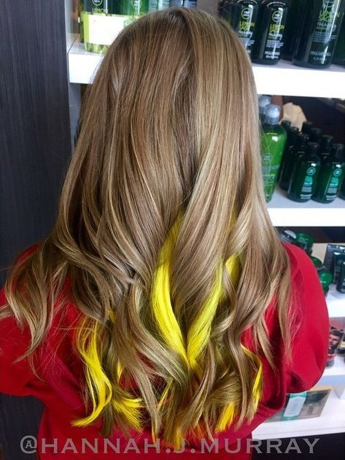 Yellow-Highlights-for-Sun-kiss-Curls Awsome Highlighted Hairstyles for Women – Hair Color Ideas