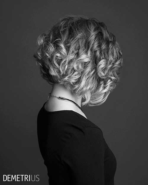 short-curly-hair-women-1 Best Short Haircuts for Women with Curly Hair