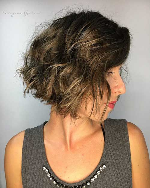 short-layered-hairstyles-for-wavy-hair-2 Popular Short Layered Hairstyle Ideas