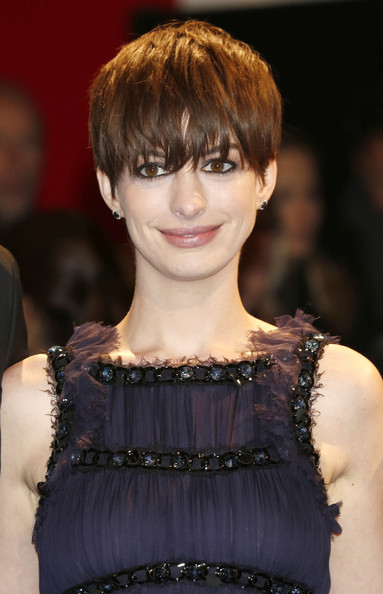 Anne-Hathaway-2019-Short-Hairstyles-Shortcut-with-Bangs Popular Hairstyles – Short Pixie, Bob and Long Layered Hairstyles