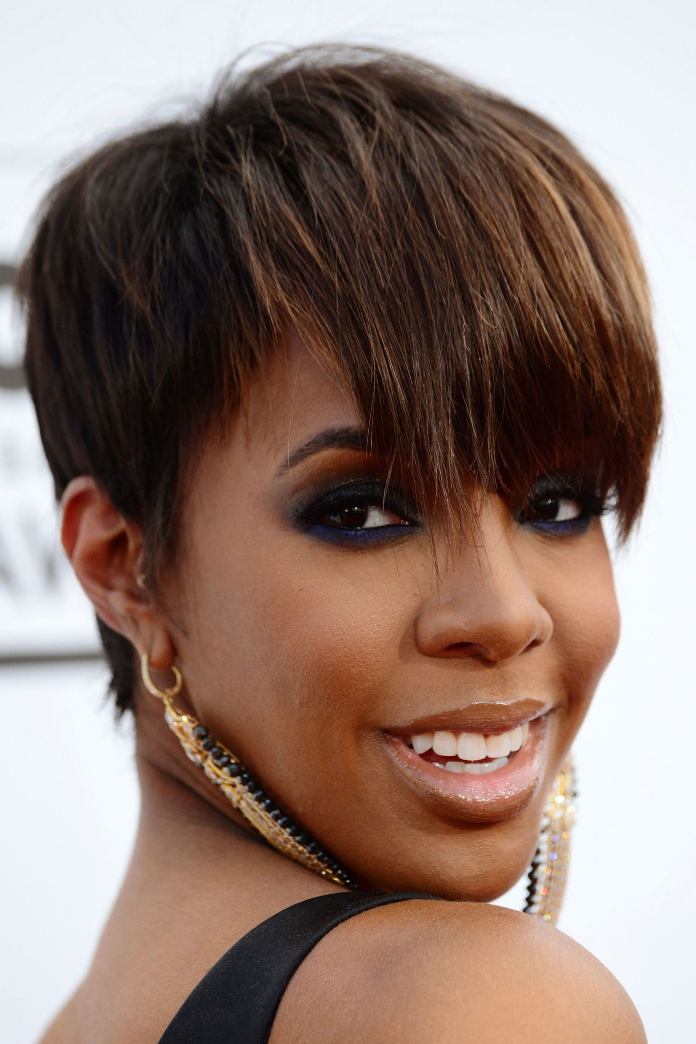 Cropped-Hair-with-Fringe Classy and Charming Hairstyles for Wedding Guest